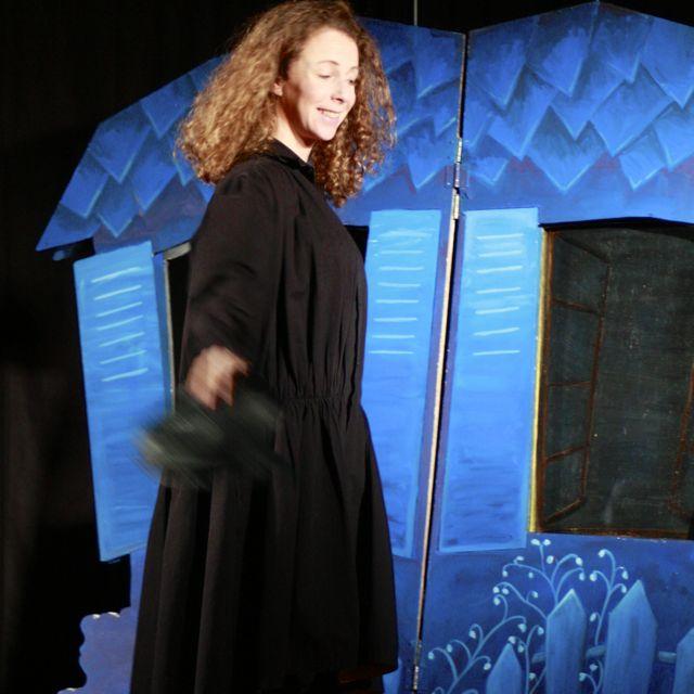 http://www.theatredupetitpont.com/wordpress/wp-content/uploads/2011/05/chantal-MDC-bleu.jpg